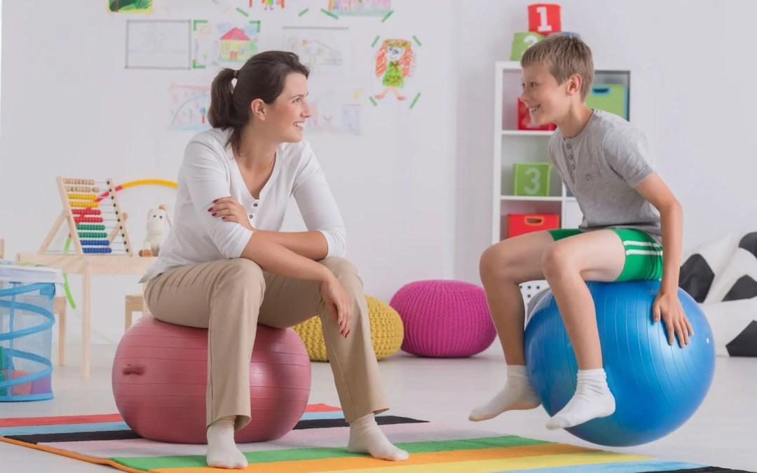 3 Ragioni per cui sedersi su una sfera di stabilità è un bene per la tua colonna vertebrale