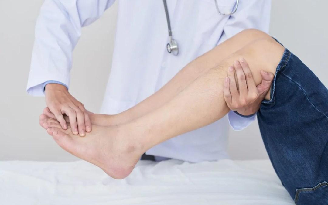 La malattia degenerativa del disco può causare dolore ai nervi nei piedi