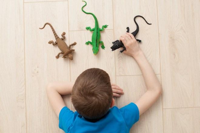 Películas como 'Jurassic Park' han traído la fiebre de los dinosaurios a nuestros niños (iStock).
