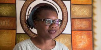 La activista Ana María Belique, conversa con Efe el día 6 de junio, donde relata los inconvenientes que ha sufrido causa de su ascendencia haitiana, en Santo Domingo (República Dominicana). EFE/ Orlando Barría