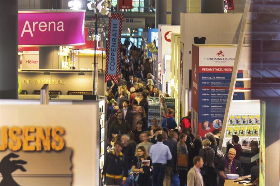 Vista general durante una edición de la Feria del Libro de Fráncfort, Alemania. EFE/ANDREAS ARNOLD/Archivo