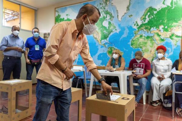 Elecciones en RD: votantes con mascarilla y sin miedo al covid-19