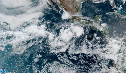 La tormenta Cristina llega con fuerza a las costas de México