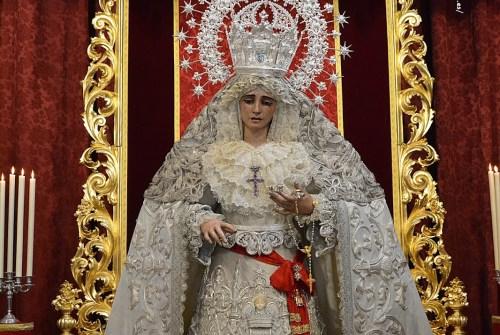SEVILLA.- El besamanos a la Virgen de la Paz en imágenes
