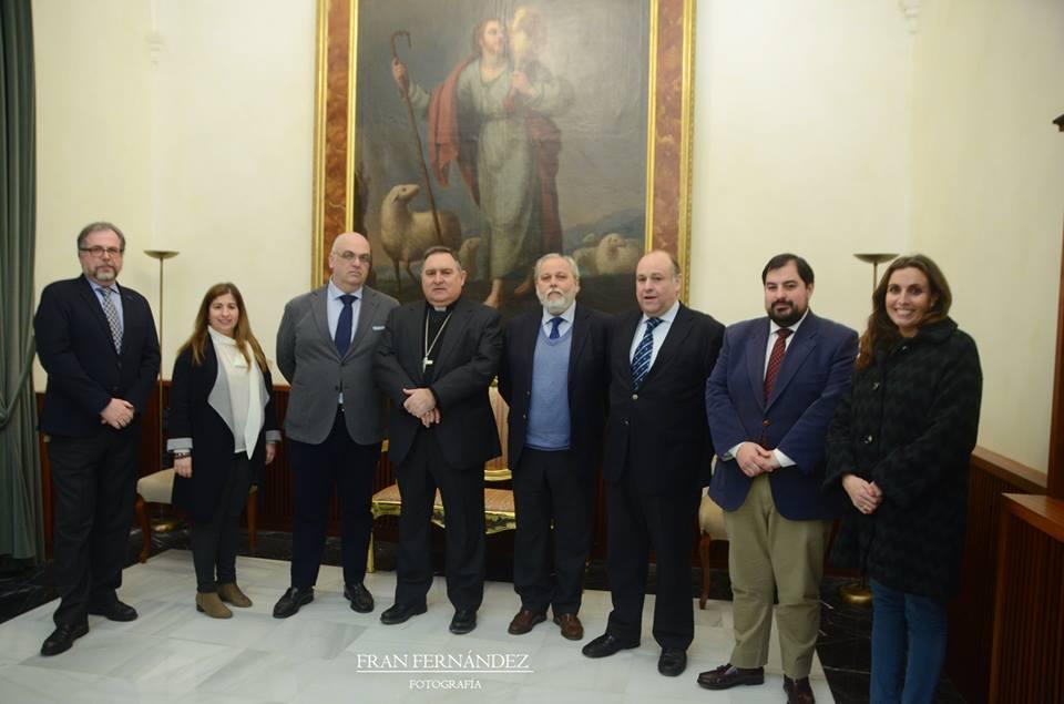 El obispo recibe al Pregonero de la Semana Santa de Jerez