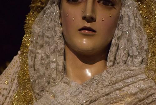 La Virgen de la Confortación y del Rosario de Montañeses ataviadas para Pascua. Por Lucas Álvarez