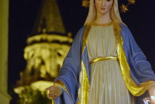 Cultos en honor a la Virgen Milagrosa