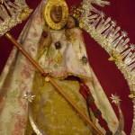 El altar de Cultos de la Virgen de la Cabeza y de la Virgen del Amparo desde el objetivo de Lucas Álvarez
