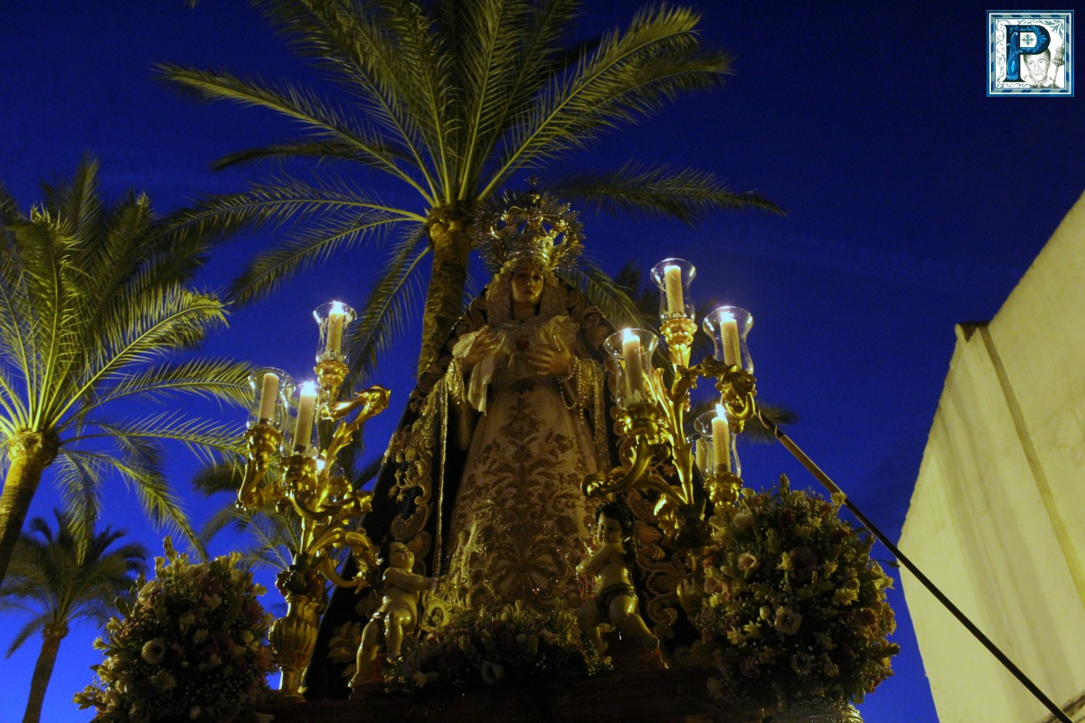 El Rosario de la Aurora de la Virgen del Desconsuelo desde el objetivo de Guillermo Pastor
