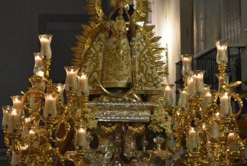 La procesión de la Virgen de la Palma de Cádiz desde el objetivo de Lucas Álvarez