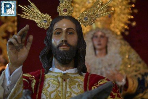 El besapies de Cristo Rey desde el objetivo de Lucas Álvarez