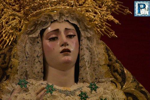Continúa el proceso de restauración de la saya de la Virgen de la Paz y Aflicción