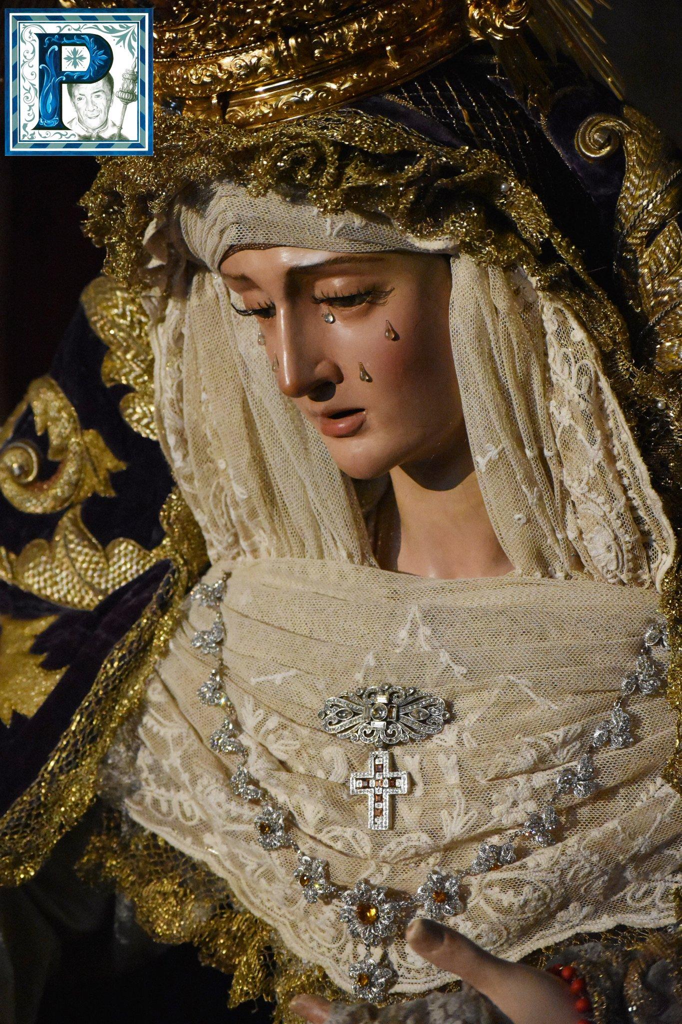 El besamanos de la Virgen de la Paz y Concordia desde el objetivo de Lucas Álvarez
