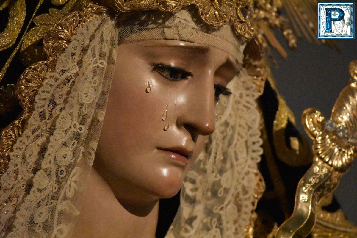 Los besamanos del tercer domingo de Cuaresma desde el objetivo de Lucas Álvarez