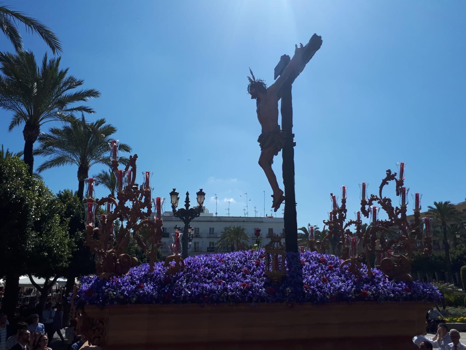 A PIE DE PASO: «El Cristo de la Sed entrando en Carrera Oficial»