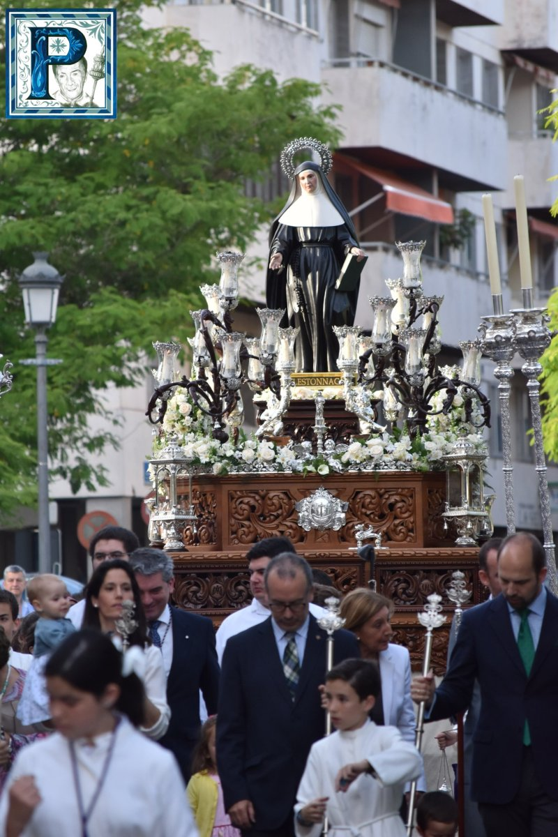 Las procesión de Santa Juana de Lestonnac y María Auxiliadora del Lora Tamayo desde el objetivo de Lucas Álvarez