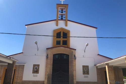 La Parroquia de las Viñas, cerrada temporalmente tras desprenderse una parte del techo del propio templo