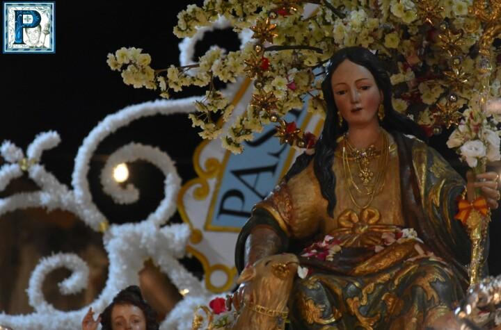 La Procesión de la Divina Pastora de Cantillana y de la Virgen de Guadalupe de Sevilla desde el objetivo de Lucas Álvarez