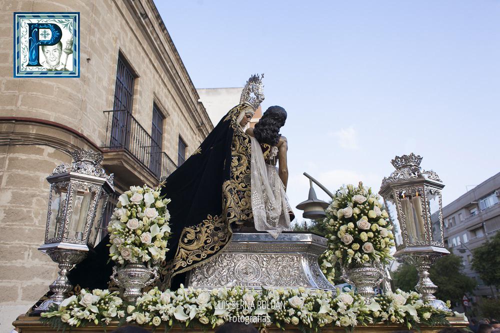 El Rosario de la Aurora de la Virgen de las Angustias desde el objetivo de Luis Serna