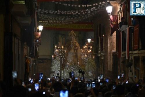 La procesión de la Virgen del Rosario de Cádiz desde el objetivo de Lucas Álvarez