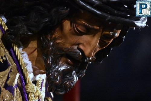 El besapies del Señor de Pasión desde el objetivo de Lucas Álvarez