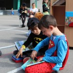 Superman y Batman no dejaron de pasarse por el Bibliopatio