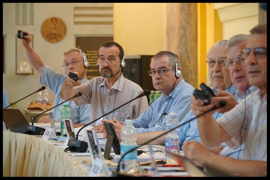 Votación en la Asamblea General de la Compañía de María, que se está celebrando en Roma durante este mes de julio.