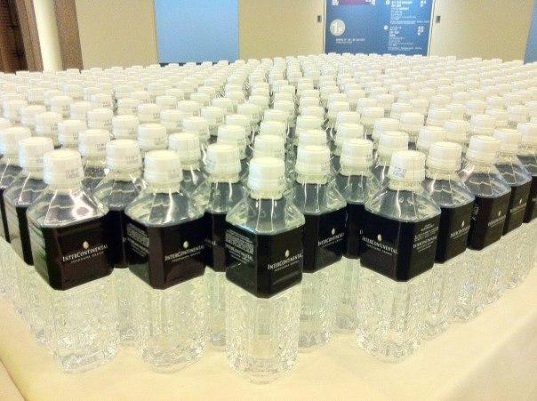 Botellas de agua del hotel Intercontinental