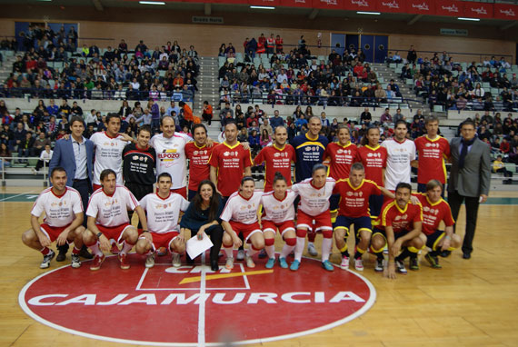 Jugadores de ElPozo Murcia, Real Murcia, Féminas Murcia y famosos 'Dejan la Droga Fuera de Juego'
