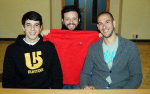 Fabio y Rafa no se cansaron de firmar camisetas