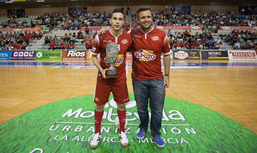 Peña 1ª Liga|Gabriel Lima recibe el Trofeo al Mejor Jugador 2014-15