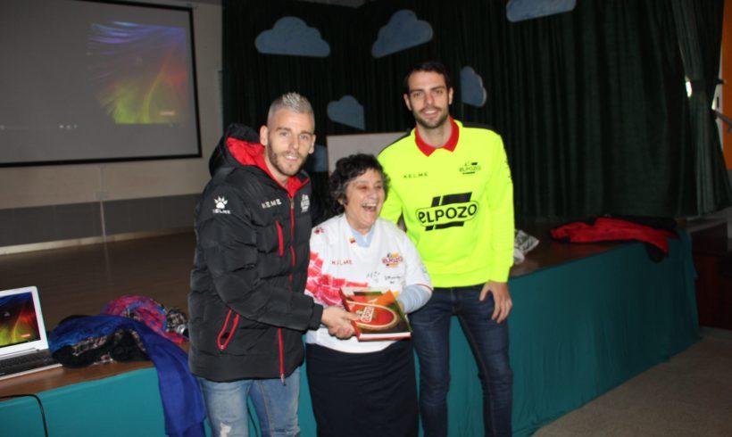 ELPOZO AL COLE| Miguelín y Fede comparten la jornada con los escolares de La Milagrosa