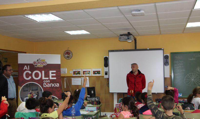 ELPOZO AL COLE CON BANKIA| Miguelín hace disfrutar a los escolares del CEIP Luis Costa de Murcia