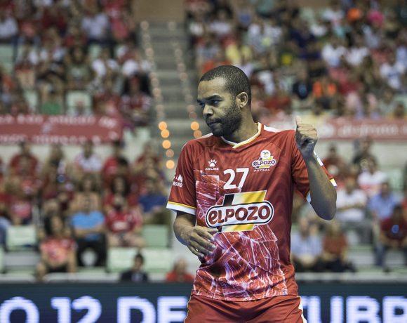 PARTE MÉDICO  Leo Santana intervenido con una osteosíntesis en el peroné derecho