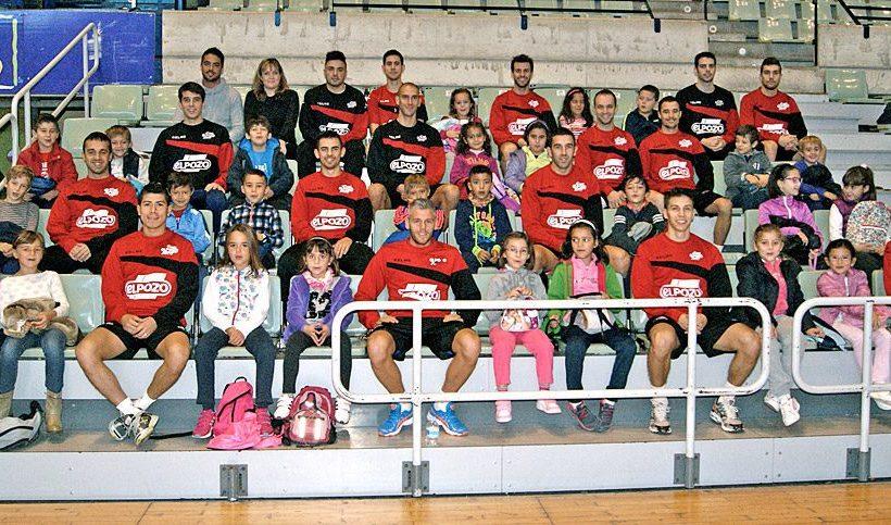 Los escolares del CEIP Ricardo Codorniú visitan a ElPozo Murcia FS