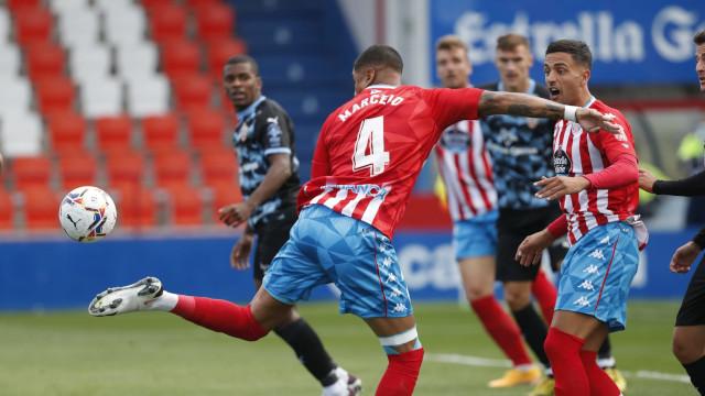 0-2. El Lugo sufre su primera derrota en el Ángel Carro