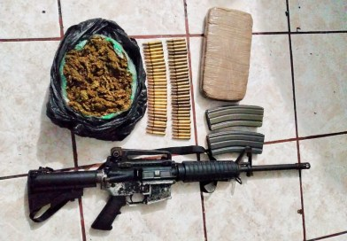 Capturan a malandrín con un arma larga y varias porciones de droga