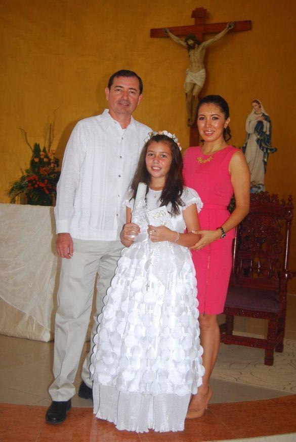 Con sus padres Rafael Muñoz Berzunza y Cinthia Gough de Muñoz.
