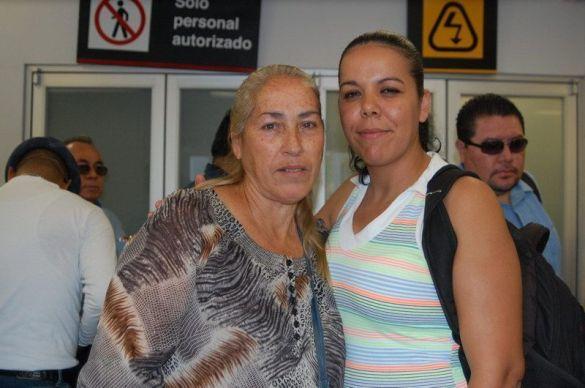 Lucila Celis ORIGEN: México Distrito Federal DESTINO: Chetumal Quintana roo MOTIVO: retorno después de acudir a su revisión médica en el aeropuerto la esperaba su hija Rocío Puga Celis.