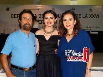 Esther Zarate Villaseñor con sus papás, Antonio Zarate Flores y María Esther Villaseñor Madrigal