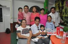 Yveyn Kaory con sus padres Irving Quijano Montalvo y Arely López Rodríguez sus hermanos Irving y Jessai, sus abuelos maternos Carlos López Osorio y Noelia Rodríguez de López y la bisabuela Piedad Osorio.