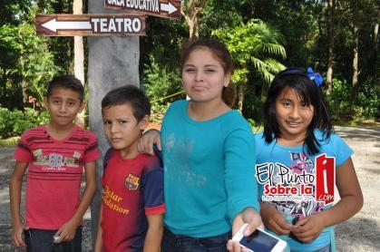 Los peques Gabriel y Carlos Poot, Yanelly Muñoz y Valeria Aquino.