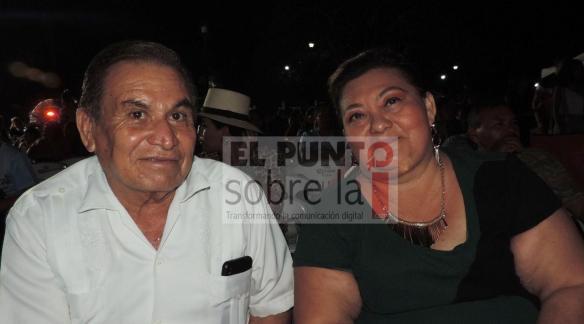 El presidente Pueblos Mágicos en Bacalar, Nicanor Piña Ugalde con la regidora Nelia Guadalupe Uc Sosa.