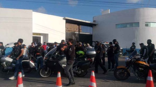 Motociclistas se manifiestan en Cancún y Chetumal para exigir detengan el  robo de unidades