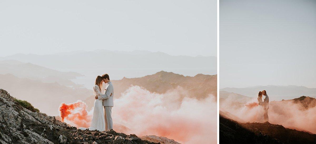 Fotografías con humo en el Cap de Creus. Fotógrafos de bodas en Barcelona