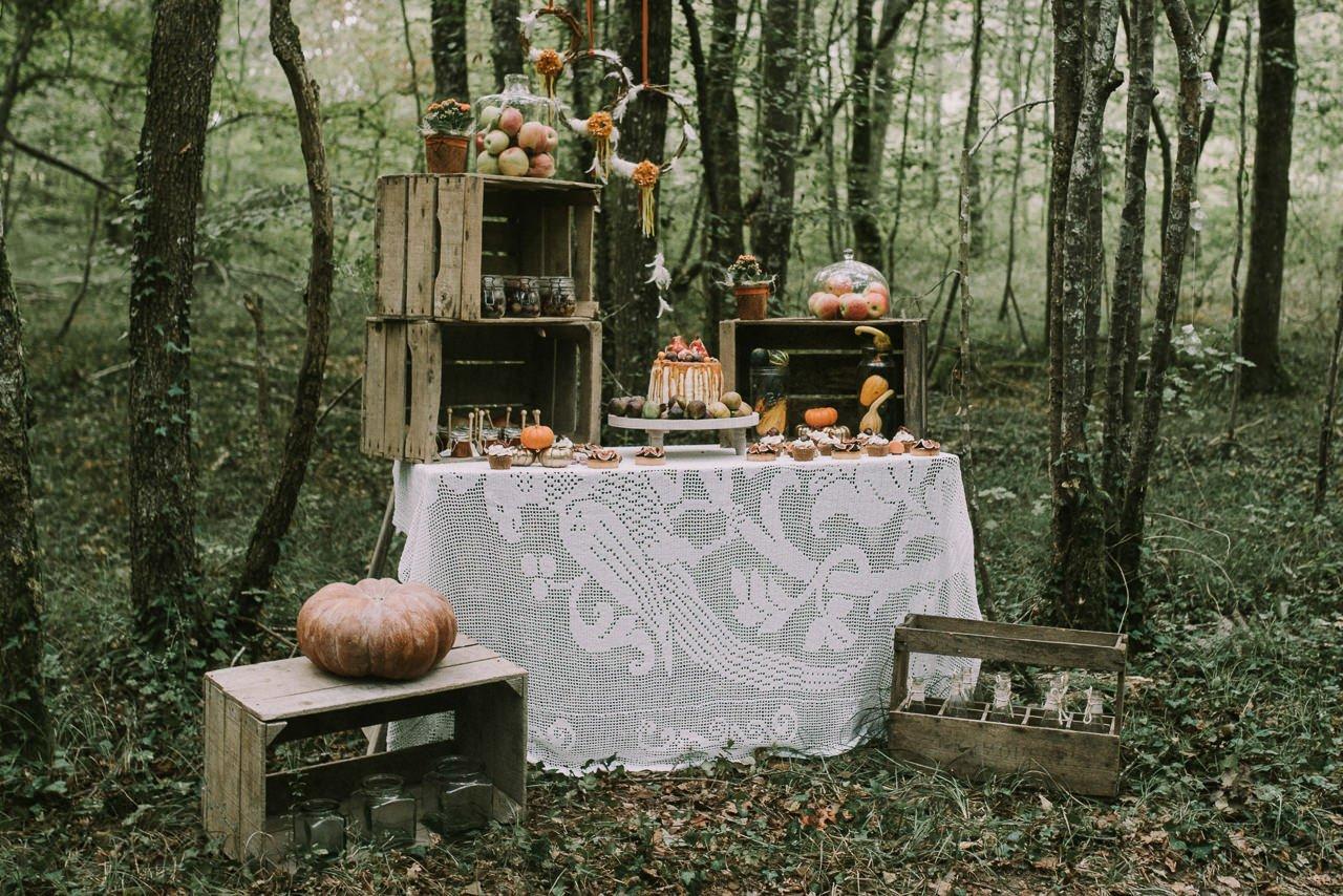 Mesa de dulces para bodas con higos y decoración vintage