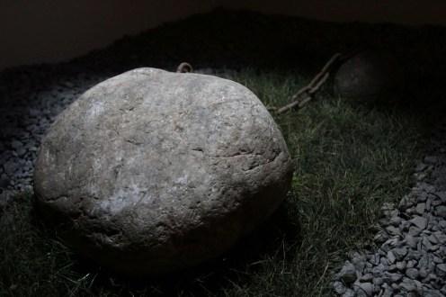 Para desarrollar su idea, el artista buscó piedras en el Río Cachapoal.