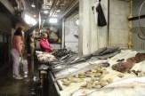 Los pescados y mariscos son un clásico del mercado, que en épocas como Semana Santa se convierten en los productos más codiciados, creándose filas y tumultos de personas, esperando ser atendidas.