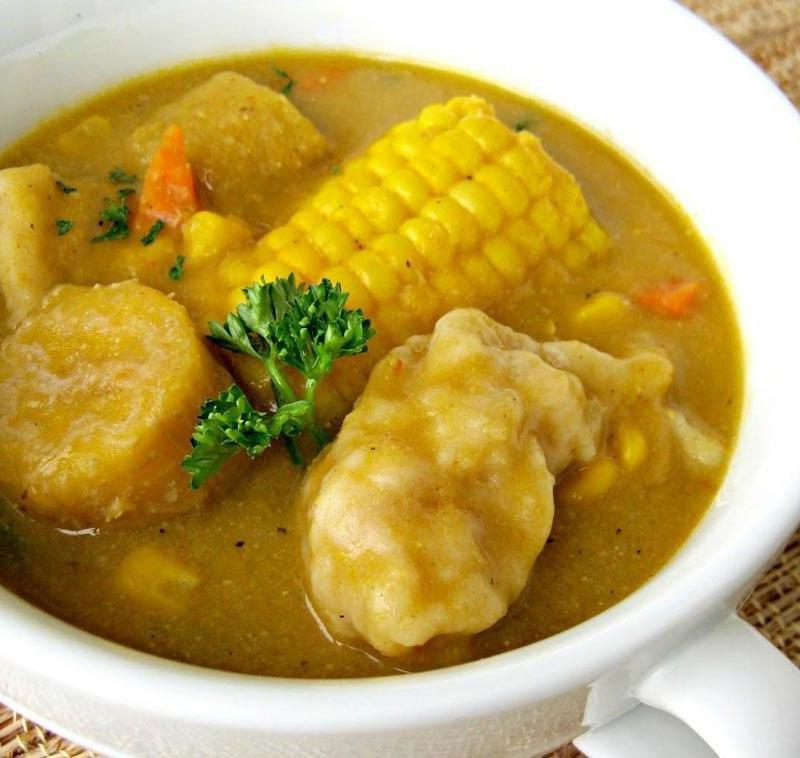 Sopa de el Caribe con Empanadillas