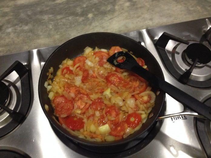 Tomates Huevos y cebollas